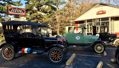 Vintage cars at the restaurant